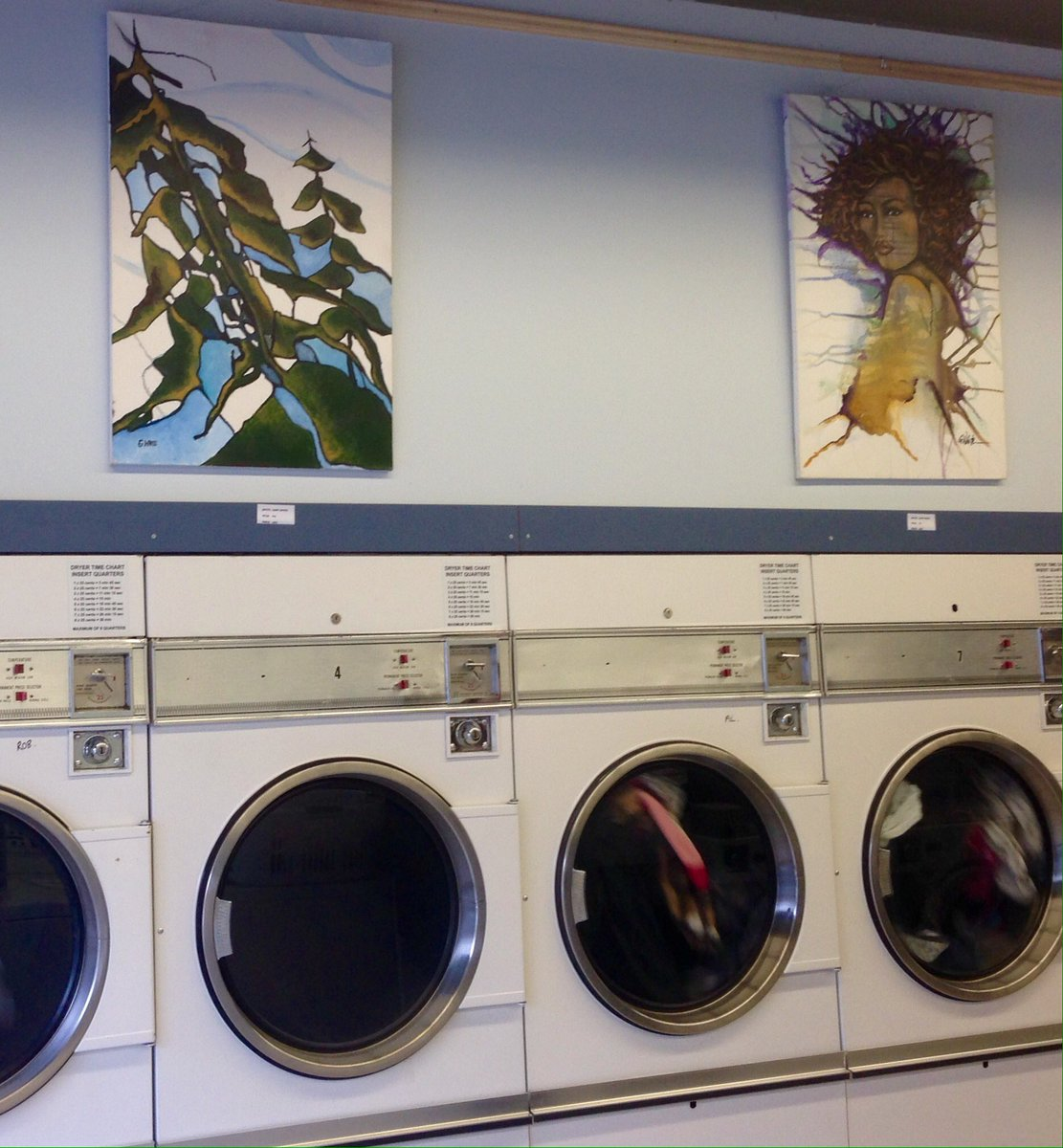 LUX LAUNDROMAT DOUBLES AS AN ART GALLERY